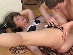 Attractive older lady gets her big-O