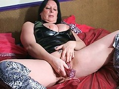 Kinky squirting housewife goes nuts