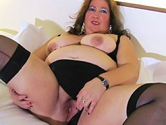 Big mature slut playing with her pussy on bed